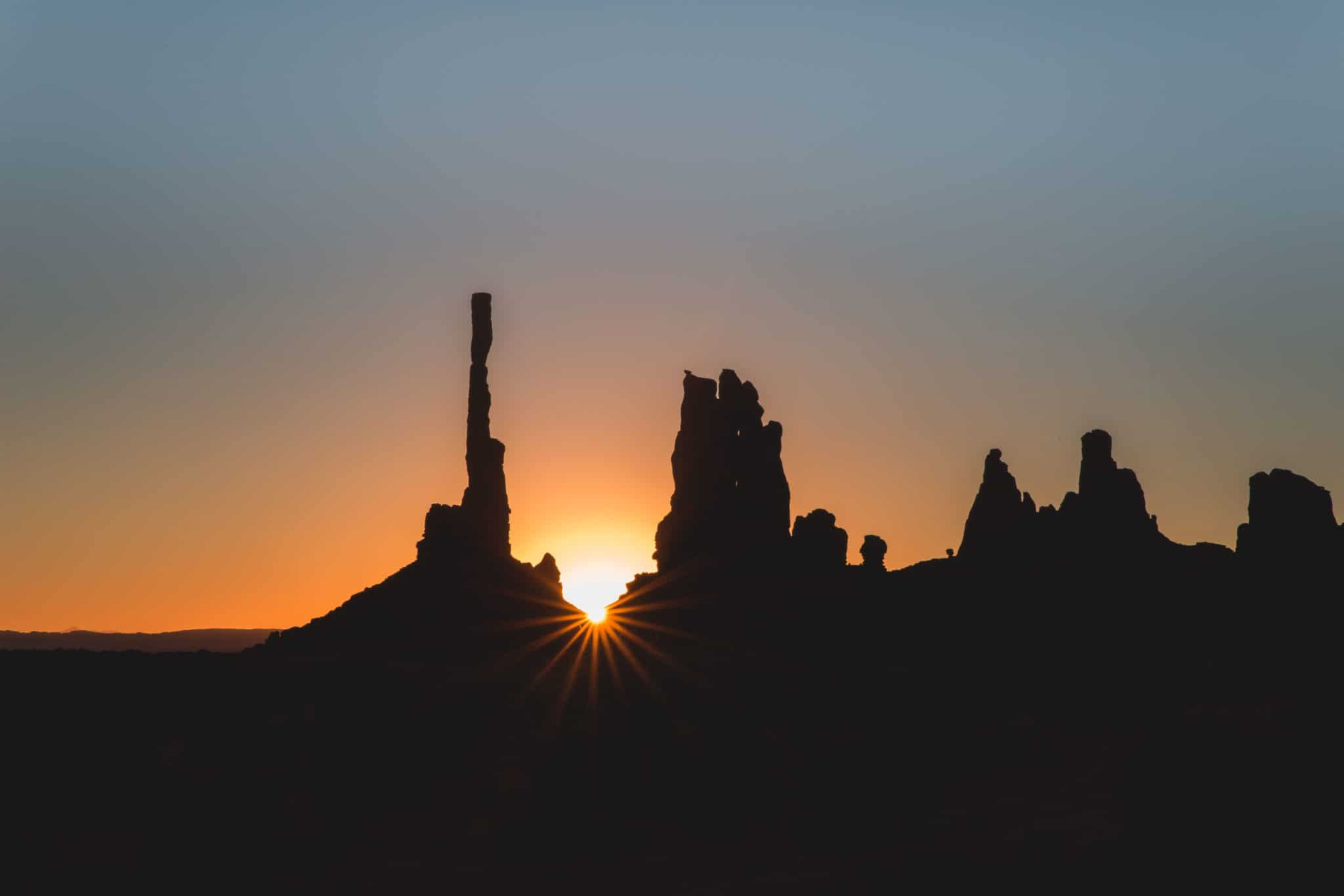 TravelwithMeraki-Sunrise-Monument Valley-Utah-USA